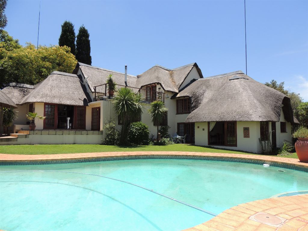 Immaculate Thatched Residence