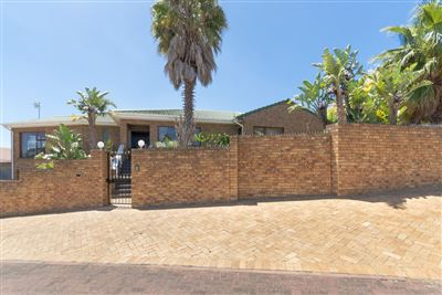 House for sale in Plattekloof