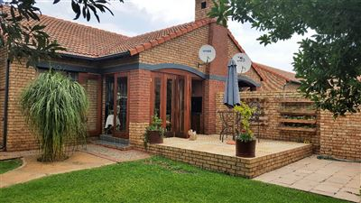 Pretoria, Equestria Property  | Houses For Sale Equestria, Equestria, Townhouse 3 bedrooms property for sale Price:1,680,000