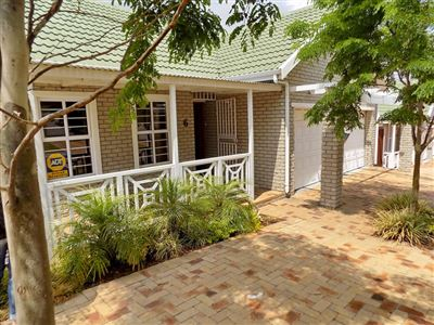 Townhouse for sale in Kuils River