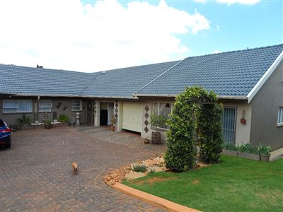 Krugersdorp, Silverfields Property  | Houses For Sale Silverfields, Silverfields, House 3 bedrooms property for sale Price:1,450,000