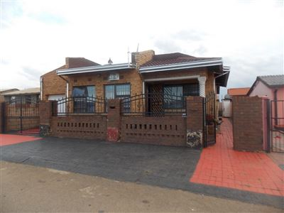 Soweto, Emdeni Property  | Houses For Sale Emdeni, Emdeni, House 6 bedrooms property for sale Price:699,000