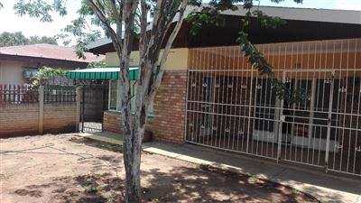 Rustenburg, Oos Einde Property  | Houses For Sale Oos Einde, Oos Einde, House 6 bedrooms property for sale Price:1,500,000