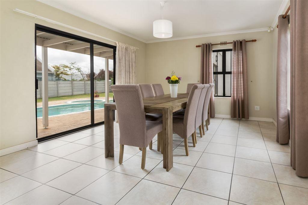 5 Bedroom, 3 Bathroom for sale - Pinehurst, Durbanville