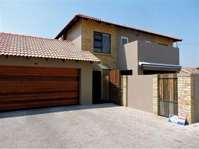 Alberton, New Market Property  | Houses For Sale New Market, New Market, Townhouse 3 bedrooms property for sale Price:1,899,000