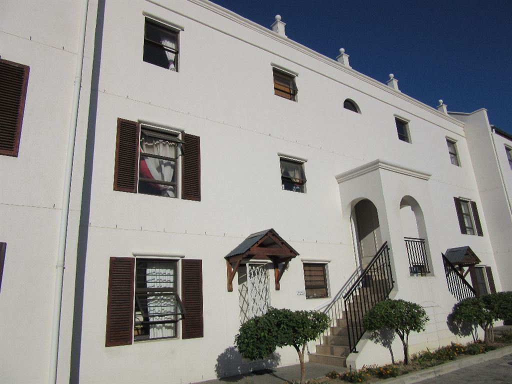 Sunny apartment in small Gordons bay building