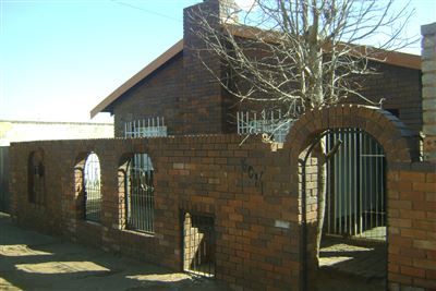 Soweto, Tshiawelo & Ext Property    Houses For Sale Tshiawelo & Ext, Tshiawelo & Ext, House 3 bedrooms property for sale Price:580,000