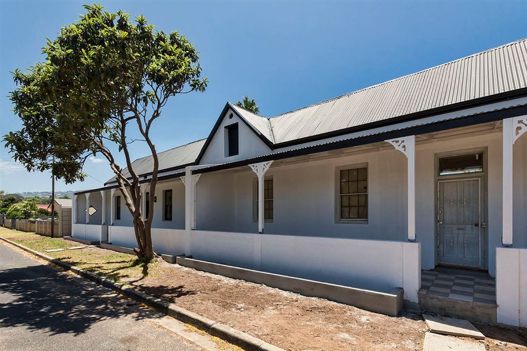 Classic Style & Spacious Living in Somerset West