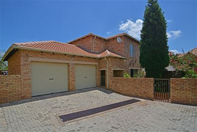Townhouse for sale in Wilgeheuwel & Ext
