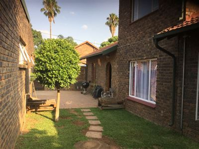 Property and Houses for sale in Suiderberg, House, 5 Bedrooms - ZAR 1,300,000