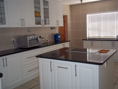 Yzerfontein property for sale. Ref No: 13436590. Picture no 11