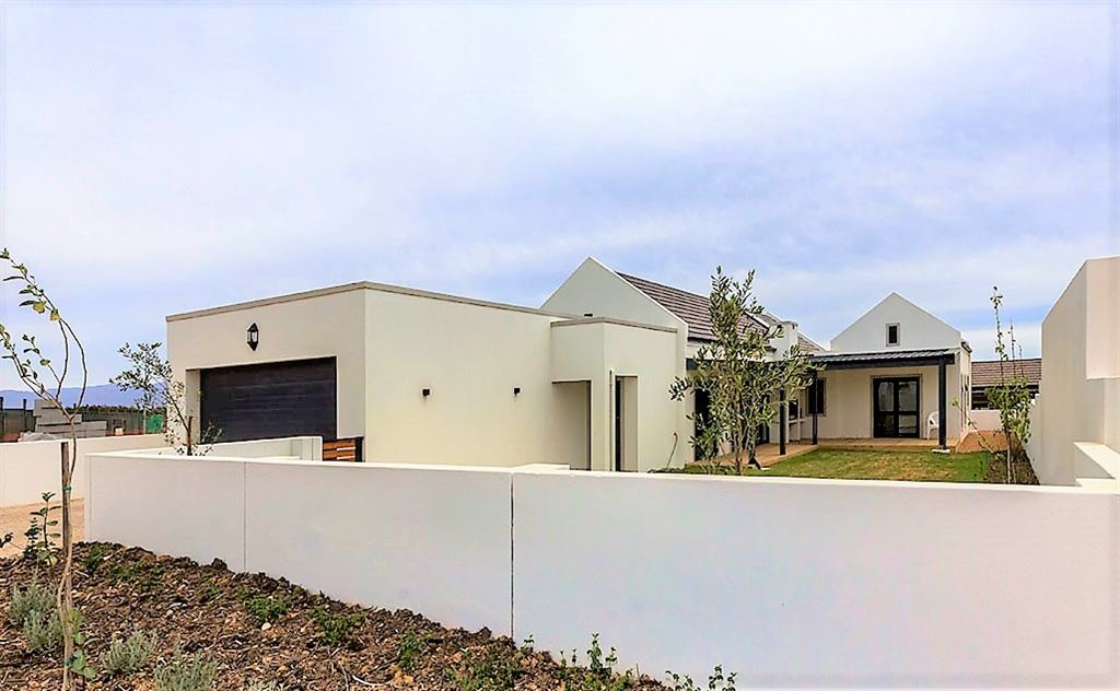 New Somerset West Home to Delight You