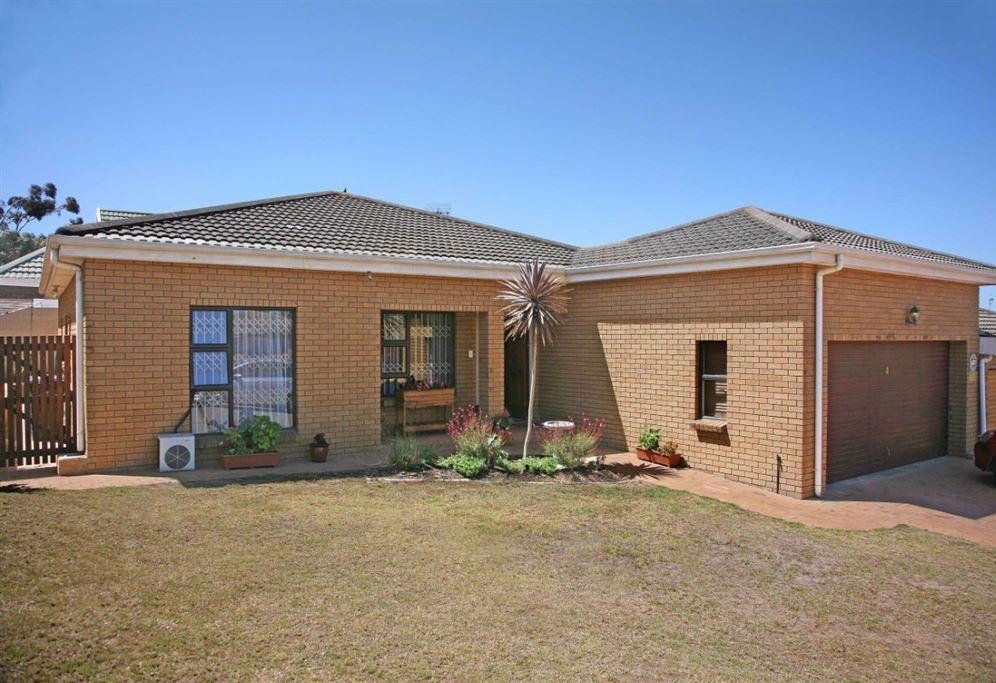 2 Bedroom Face Brick Townhouse In D'Urbanvale - Durbanville