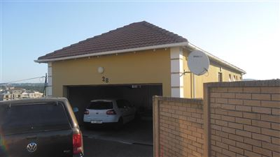 Townhouse for sale in Beacon Bay