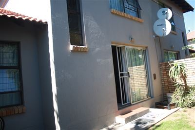 Centurion, Mnandi Property  | Houses For Sale Mnandi, Mnandi, Apartment 3 bedrooms property for sale Price:930,000