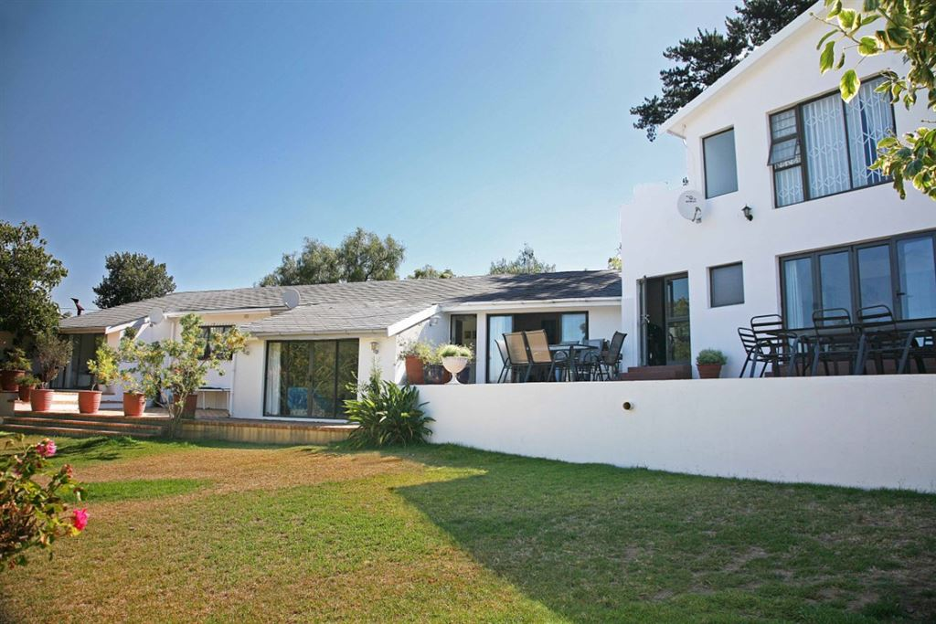 Lovely Dual Living Home In Durbanville Hills