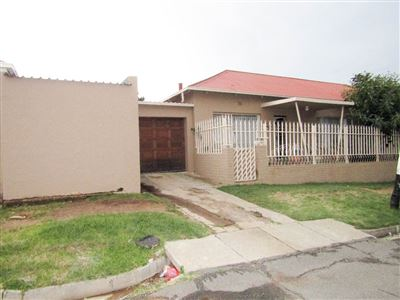 Johannesburg, Townsview Property  | Houses For Sale Townsview, Townsview, House 2 bedrooms property for sale Price:600,000