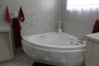 Middedorp property for sale. Ref No: 13448409. Picture no 17