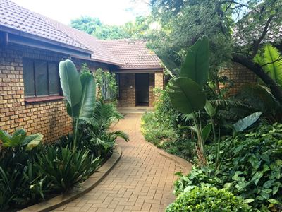 Property and Houses for sale in Wapadrand, House, 6 Bedrooms - ZAR 2,825,000