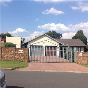 Krugersdorp, Mindalore & Ext Property    Houses For Sale Mindalore & Ext, Mindalore & Ext, House 4 bedrooms property for sale Price:950,000