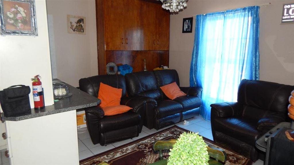 2 bedroom, 1 bathroom, flat in Windsor Park, Kraaifontein