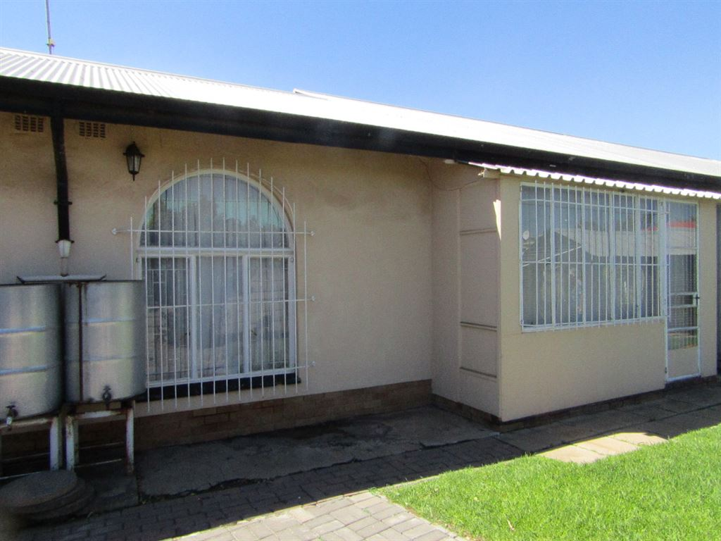 Spacious 3 bedroom house in CE4