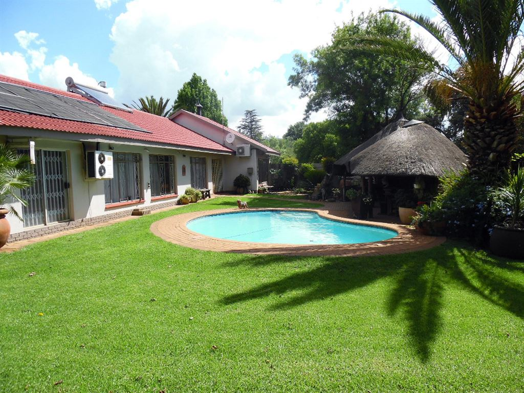 Beautiful Family Home With Full Flatlet In Flora Gardens