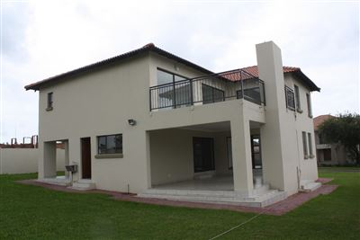 Property and Houses for sale in Pebble Rock Golf Village, House, 3 Bedrooms - ZAR 2,950,000