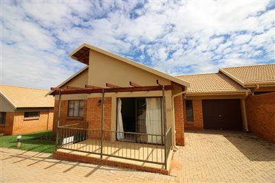 Bloemfontein, Langenhovenpark Property  | Houses For Sale Langenhovenpark, Langenhovenpark, Townhouse 2 bedrooms property for sale Price:1,499,000