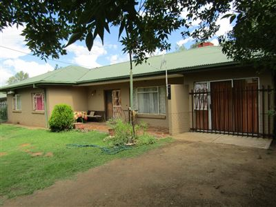 Bloemfontein, Bayswater Property  | Houses For Sale Bayswater, Bayswater, House 3 bedrooms property for sale Price:1,255,000