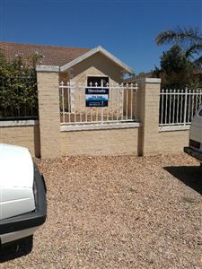 Kraaifontein, Uitzicht Property  | Houses For Sale Uitzicht, Uitzicht, House 2 bedrooms property for sale Price:1,649,000