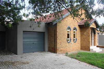 Bloemfontein, Fauna Property  | Houses For Sale Fauna, Fauna, House 3 bedrooms property for sale Price:995,000
