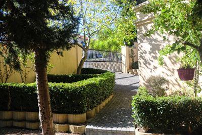 Bellville, Van Riebeeckshof Property  | Houses To Rent Van Riebeeckshof, Van Riebeeckshof, House 4 bedrooms property to rent Price:, 26,50*
