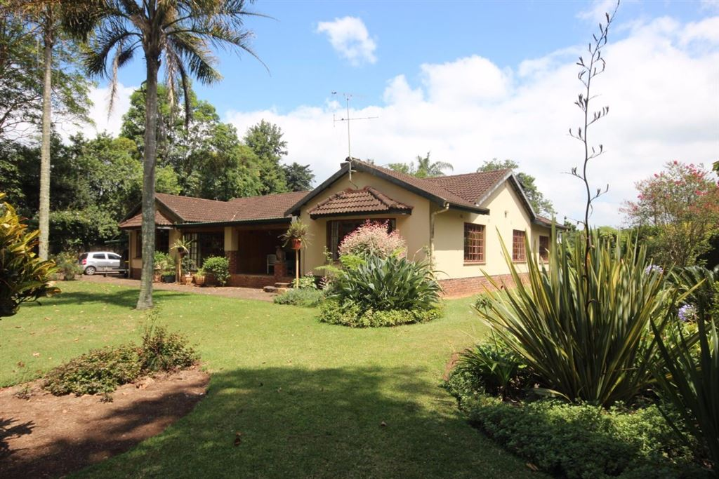 3 Bedroom House with Cottage for sale in Hillcrest KZN