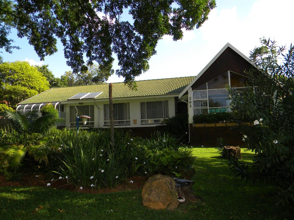 Family Living in Quiet Suburb - Murrayfield