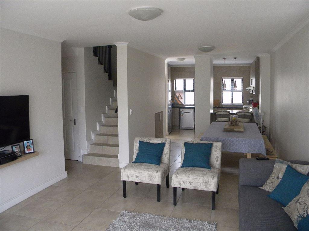 3 Bedroom duplex house for sale in Sonkring, Brackenfell