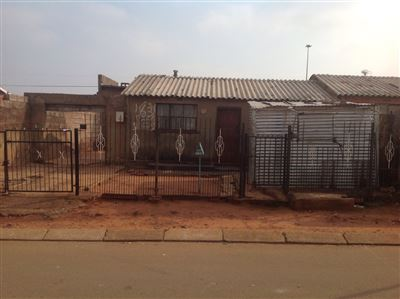 Soweto, Naledi Property  | Houses For Sale Naledi, Naledi, House 4 bedrooms property for sale Price:450,000