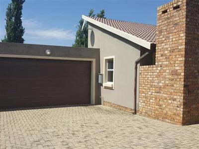Alberton, New Market Property  | Houses For Sale New Market, New Market, Townhouse 3 bedrooms property for sale Price:1,300,000