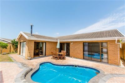 Port Elizabeth, Summerstrand Property    Houses To Rent Summerstrand, Summerstrand, Townhouse 3 bedrooms property to rent Price:, 11,00*