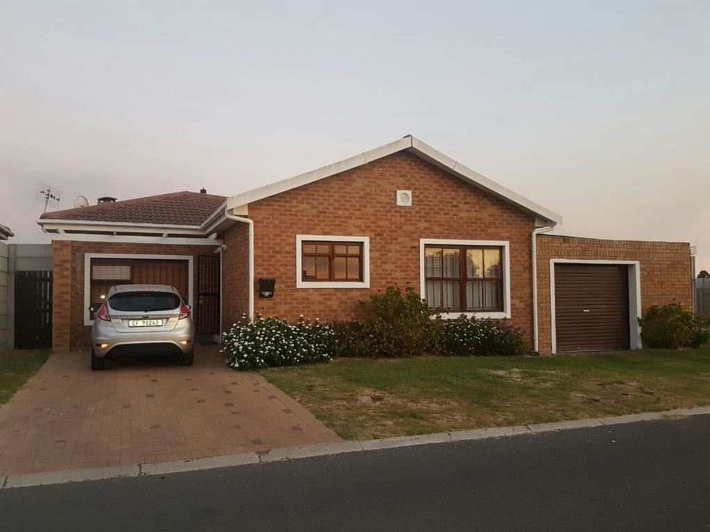 3 Bedroom face brick house just move in, Kraaifontein
