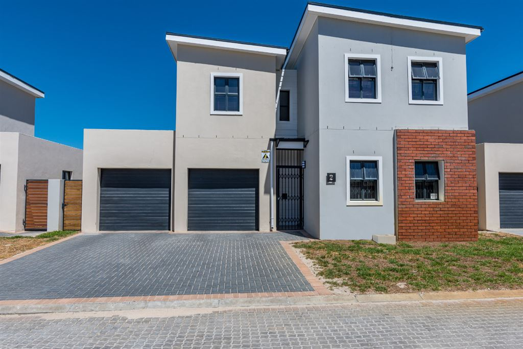 3 Beds, 2 Baths and study, Burgandy Sonkring, Brackenfell
