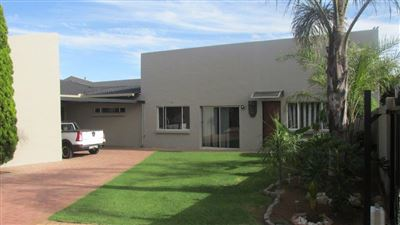 Property and Houses for sale in Reyno Ridge And Ext, House, 4 Bedrooms - ZAR 1,940,000