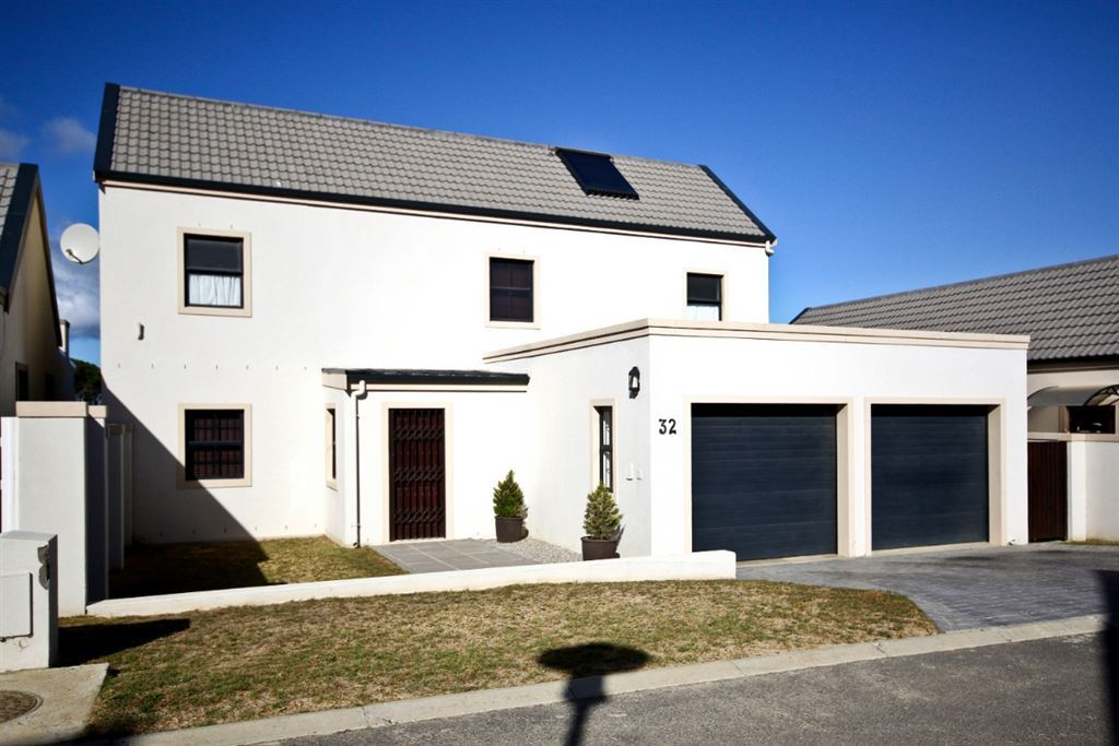 Duplex Townhouse in Secure Somerset West Estate