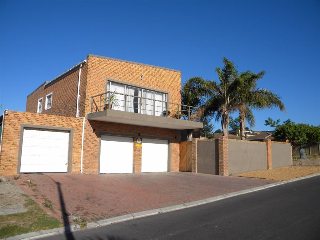 4 bedroom house for sale in Protea Heights, Brackenfell