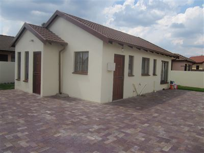 Property and Houses for sale in Vosloorus And Ext, House, 3 Bedrooms - ZAR 650,000