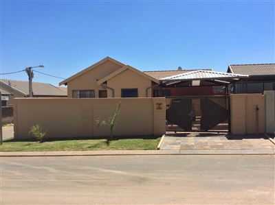 Roodepoort, Fleurhof Property  | Houses For Sale Fleurhof, Fleurhof, House 2 bedrooms property for sale Price:575,000