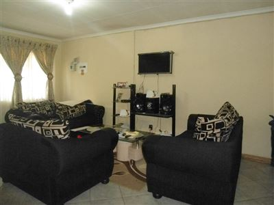 Rustenburg North property for sale. Ref No: 13464606. Picture no 5