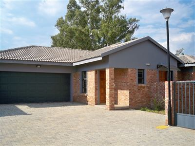 Potchefstroom, Baillie Park & Ext Property  | Houses For Sale Baillie Park & Ext, Baillie Park & Ext, Townhouse 3 bedrooms property for sale Price:1,400,000