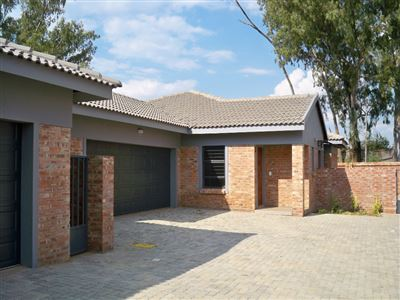 Potchefstroom, Baillie Park & Ext Property  | Houses For Sale Baillie Park & Ext, Baillie Park & Ext, Townhouse 3 bedrooms property for sale Price:1,450,000