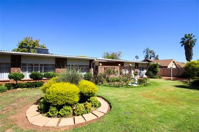 Bloemfontein, Universitas Property  | Houses For Sale Universitas, Universitas, House 11 bedrooms property for sale Price:2,400,000